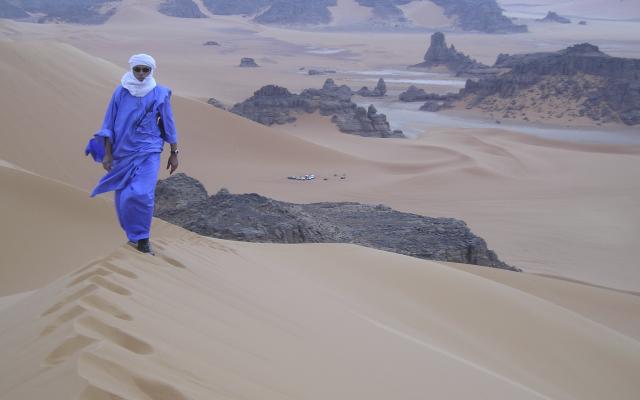 Tuareg in den Dünen der Sahara