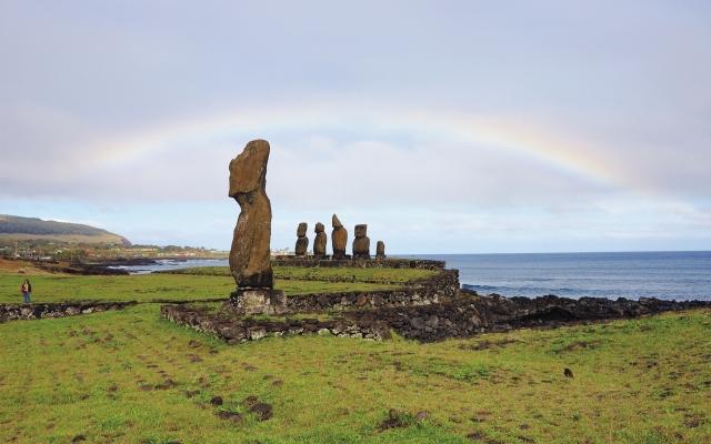 Regenbogen über der Tahai-Anlage