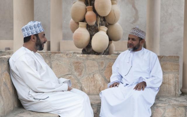 Omanis im Gespräch