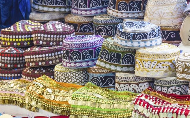 Traditionelle omanische Kappen