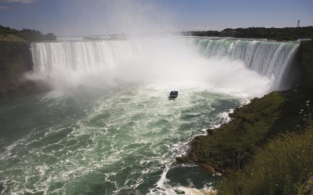 Die Niagara-Fälle von Kanada aus gesehen