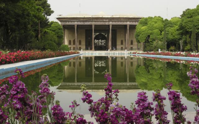 Blick auf den Chehel Sotun Palast