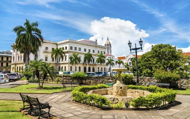 Das Nationaltheater in der Altstadt von Panamá City