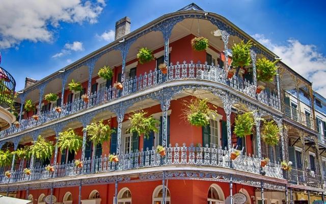 Altbau mit Balkonen in New Orleans